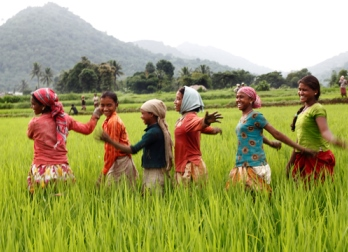 IND-SG59_girls dancing in field_low-res22